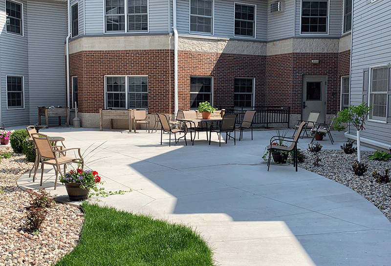 Appleton Renaissance Assisted Living Courtyard