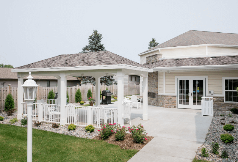 Marinette Renaissance Assisted Living Courtyard