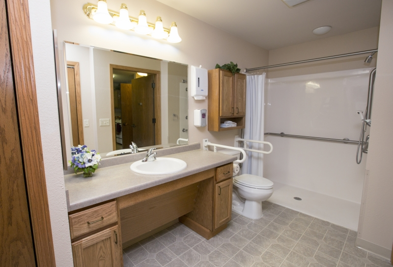 Wisconsin Rapids Renaissance Assisted Living Bathroom