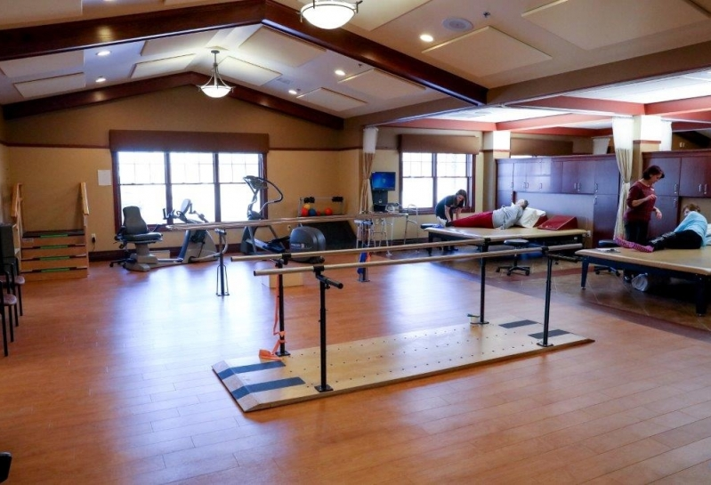 De Pere Rennes Health & Rehab Center Therapy Gym 2